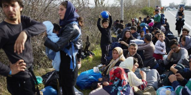 Miles de refugiados están atrapados en Grecia y los Balcanes, advierte