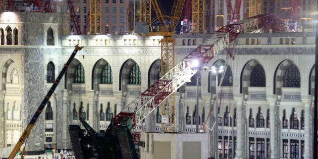 Ya son más de un centenar los muertos al caer una grúa en la mezquita de La