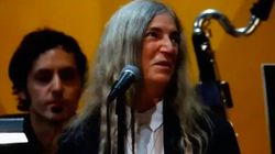 Patti Smith interpreta a Dylan en los Nobel y se queda en blanco