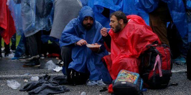 Miles de refugiados, bloqueados bajo la lluvia:
