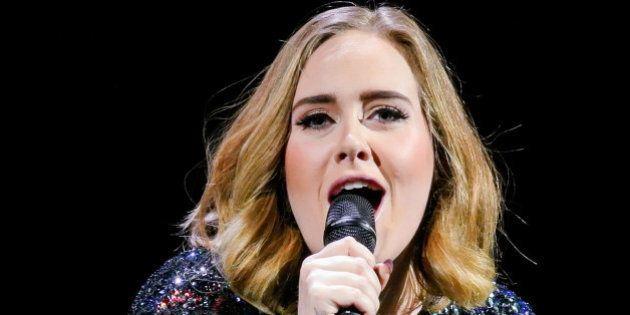 Esto es lo que ocurre cuando Adele se queda sin sonido en un concierto