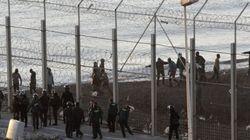 Unos 200 inmigrantes intentan entrar en Ceuta en un nuevo salto a la valla y unos 15 lo