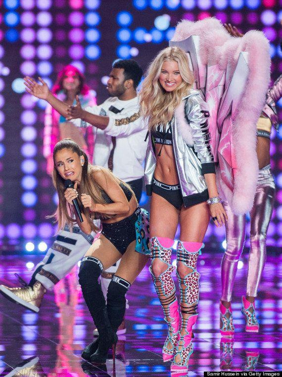 Un ángel de Victoria's Secret ataca a la cantante Ariana Grande