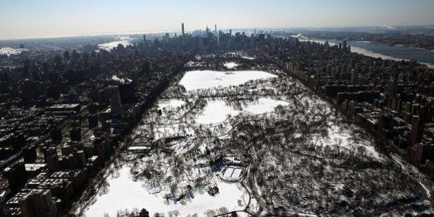 Nueva York, nevada y helada, vista desde el cielo