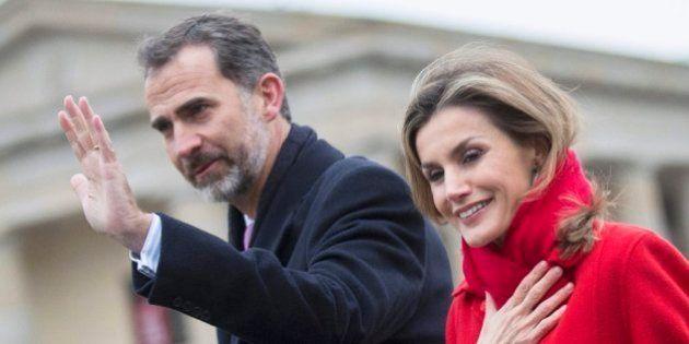 La familia real no podrá viajar gratis en aviones comerciales ni recibir regalos