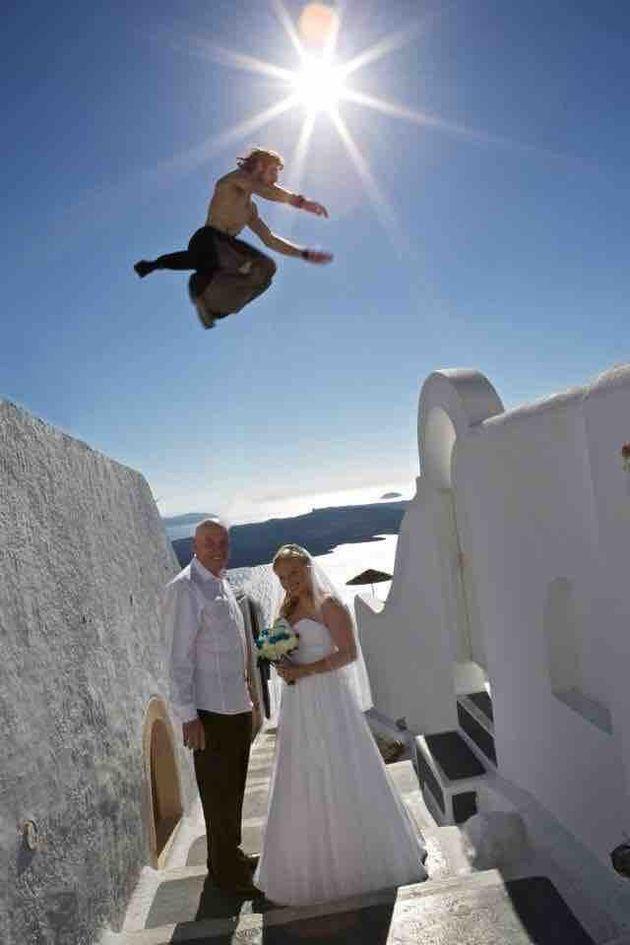 El 'photobomb' de boda más loco que has visto nunca