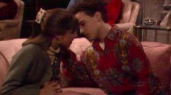 Dos actores de 'The Big Bang Theory' recrean el beso que se dieron de