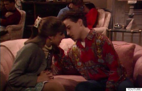 Dos actores de 'The Big Bang Theory' recrean el beso que se dieron de adolescentes en