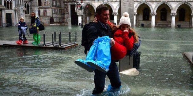 Agua alta en Venecia 2012: La subida de la marea anega la ciudad