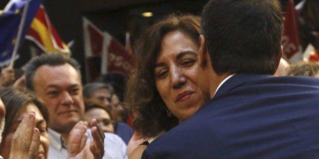 Una histórica feminista advierte a Pedro Sánchez sobre el fichaje de