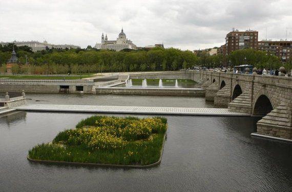 Madrid pondrá una estatua a Tierno Galván en Cibeles: 6 motivos por los que se le