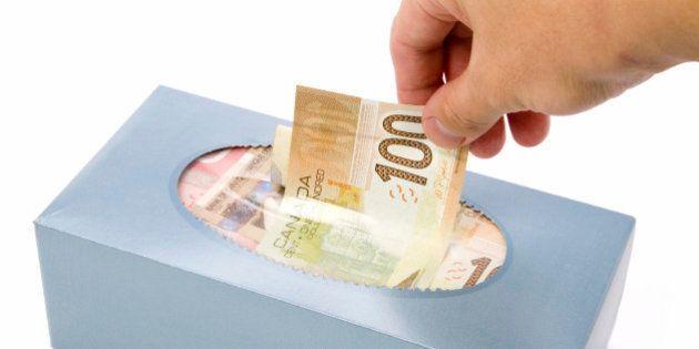 Un inmigrante que vende pañuelos se encuentra una cartera con 16.150 euros... y la entrega a la