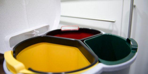 Reciclar sin errores: 19 productos que nunca sabemos en qué cubo