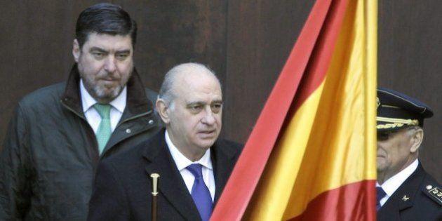 Fernández Díaz eleva la cifra de inmigrantes esperando a entrar de 30.000 a