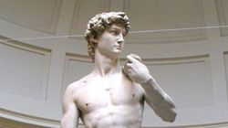 Roberto Saviano encabeza una rebelión desnuda y viral en