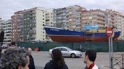 Trifulca vecinal en Vigo por la colocación de un barco histórico en una