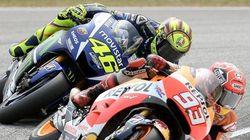 Rossi tira de la moto a Márquez con un
