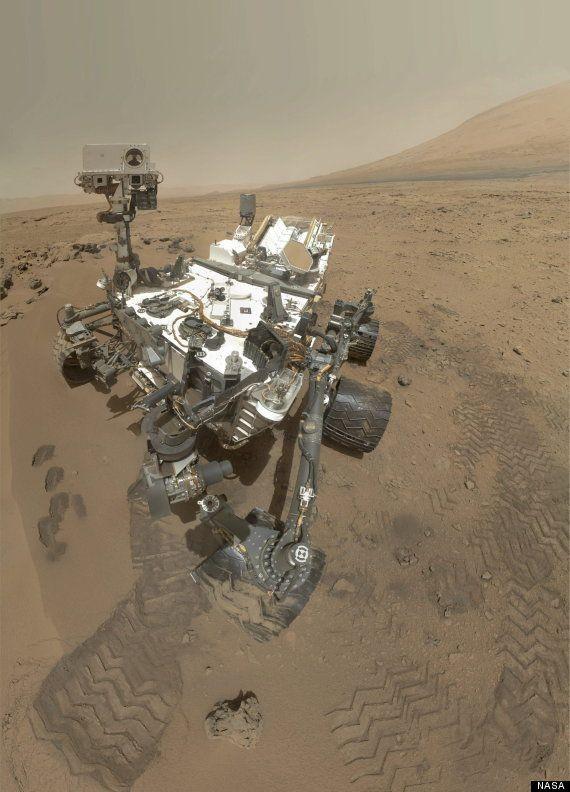 El robot Curiosity se hace una foto a sí mismo y olfatea la atmósfera de