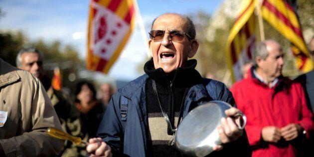 Miles de personas protestan en Barcelona contra la