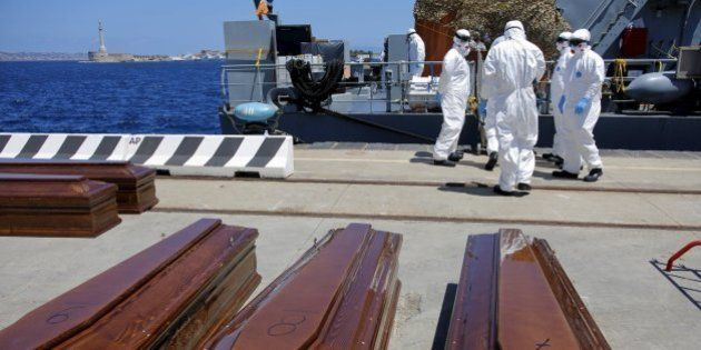 Un barco con 600 inmigrantes a bordo naufraga frente a las costas de