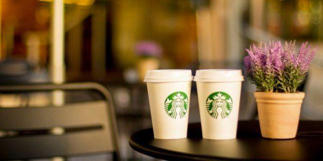 Un juez de EEUU permite demandar a Starbucks por