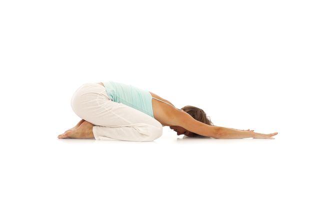 5 posturas que aliviarán tu dolor de