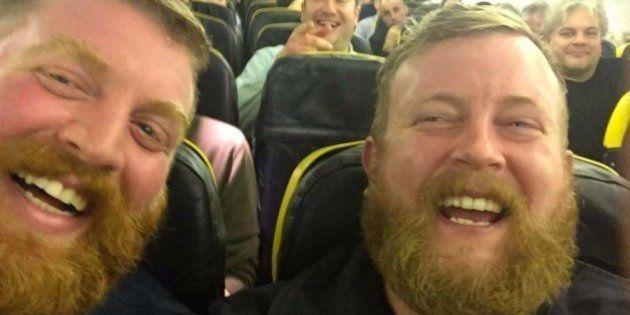 Toma un vuelo y descubre en el asiento de al lado a un desconocido que es idéntico a