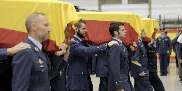 El funeral de los tres militares muertos en Canarias los homenajea por