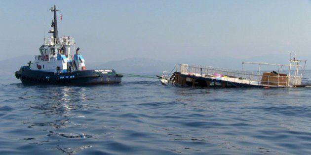 Al menos 22 migrantes muertos, entre ellos cuatro niños, al hundirse una embarcación frente a