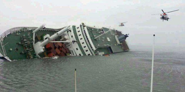 Dos muertos y unos trescientos desaparecidos al naufragar un barco en Corea del