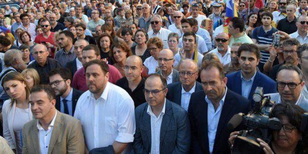Mil independentistas piden en Barcelona la dimisión de Fernández