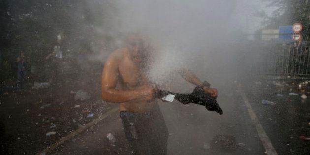 La policía húngara usa gases lacrimógenos para impedir la entrada de