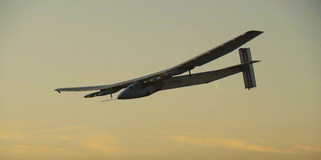 El avión solar Impulse II aterriza en Sevilla tras cruzar el Atlántico