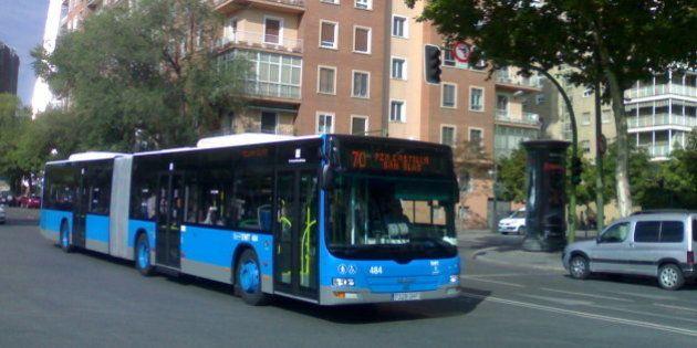Un conductor de autobús de Madrid recibe una paliza de cuatro viajeros por defender a una