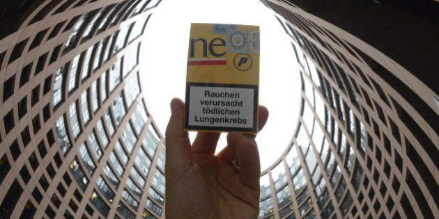 La Eurocámara aprueba aumentar las advertencias de las cajetillas de tabaco y prohibe el de