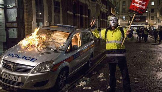 Tres heridos y 32 detenidos en la manifestación de Anonymous en