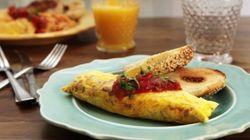 Sin manchar, sin aceite, sin pegarse y sin romperse: el truco para la tortilla