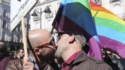 Besada en la Puerta del Sol en contra de la homofobia