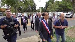 Así amenaza este alcalde francés a los refugiados sirios de su