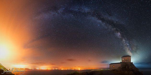 Esta impactante foto de la Vía Láctea hecha en Finisterre esconde una