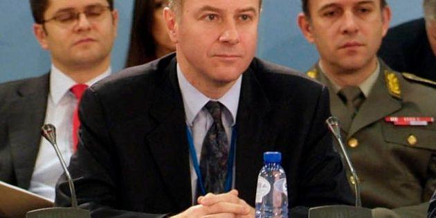 El embajador de Serbia ante la OTAN se suicida en el aeropuerto de