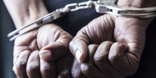 Un año de cárcel para un policía que disparó al cliente de un burdel para estar con la misma