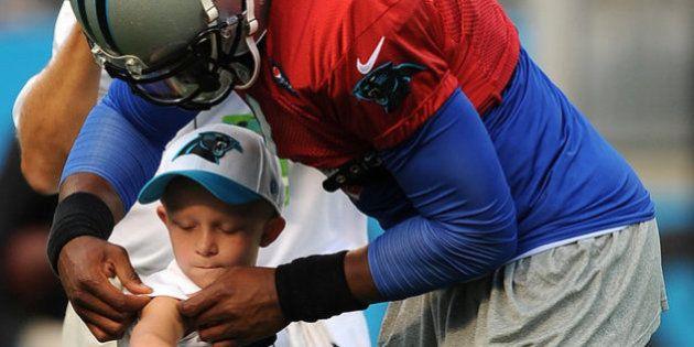 Un equipo de fútbol americano hace cumplir su sueño a este niño enfermo de