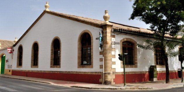 El PP denuncia que una biblioteca está cerrada y el PSOE aclara que se entra por otra