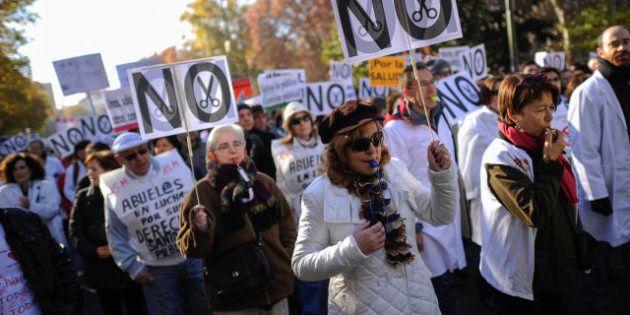 Miles de personas participan en Madrid en otra marcha blanca en defensa de la sanidad