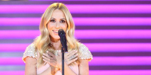 Marta Sánchez canta 'Eres tú' en la gala 60 años de TVE y divide a la