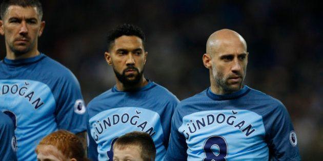 Un futbolista del Manchester City desmiente en Twitter su propia
