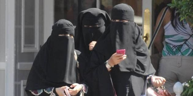 Interior abre la puerta a la prohibición del burka en