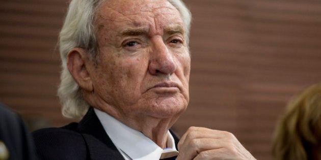 El acusado de estafar a Luis del Olmo admite que desvió fondos, pero no para