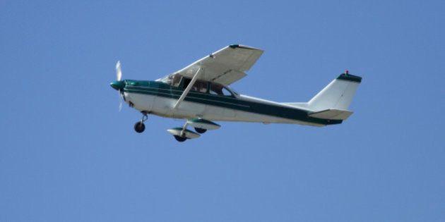 Un pasajero sin experiencia aterriza una avioneta tras enfermar el